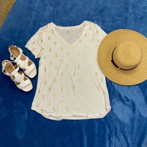 Old navy white and gold pineapple shirt! Size L